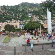 Barrio de Santo Domingo junto a parada de Metrocable en Medellín